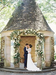 Intimate garden wedding inspiration at the historical Graylyn Estate - 100 Layer Cake Wedding Music, Our Wedding, Destination Wedding, Wedding Planning, Perfect Wedding, Floral Wedding, Wedding Colors, Groom And Groomsmen Suits, Picnic Engagement