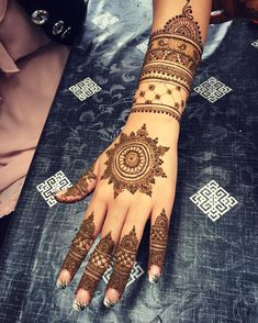 The back of Sonia's bridal Mehndi #henna #hennapattern #hennadesign #hennatattoo #hennaart #hennamehndi #mehndi #mehndipattern #mehndidesign #mehnditattoo #mehndiart #dubai #dubailife #hudabeauty #wedding #bride #dulhan #shaadi #art #detail #design #art #tattoo #desi #sangeet #mandala #bodyart #goodafternoon