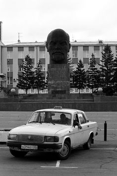 A taxi driver waiting in his Volga in front of the largest Lenin head in the world (Pl. Sovetov, the central plaza of Ulan Ude). There is a funny detail about the huge head statue: the Buryats (the indigenous inhabitants of the Baikal region) used to
