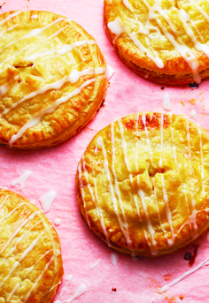 Apple hand pies make tasty desserts - perfect for the lunch box or a cocktail party!
