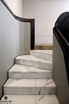 Cheap Home Decorating Ideas Staircase Handrail, Marble Staircase, Interior Staircase, Staircase Design, Staircase Diy, Interior Doors, Luxury Interior, Granite Stairs, Stair Elevator