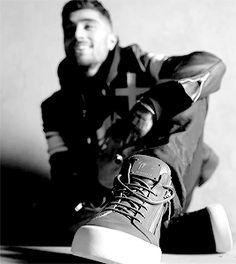 Onde (S/N) descobre o número do seu ídolo, Zayn Malik. Zayn Gif, Zayn Malik Video, Zayn Mallik, Zayn Malik Photos, Niall Horan, Boys Who, Bad Boys, Grupo One Direction, Music Competition