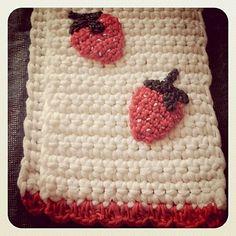 Echarpe fraises as seen in Plumetis Magazine 7