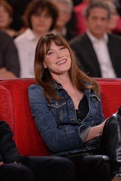 """Carla Bruni à l'enregistrement d'un nouveau numéro de """"Vivement Dimanche"""" le 19 mars 2014"""
