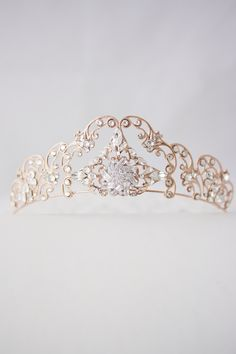 Who doesn't want to feel like a queen on her wedding day? These bridal headpieces will definitely do the trick! With rhinestones and Swarovski crystals, this bridal tiara fromEdenLuxeBridal will make a stunning addition to your wedding attire. This gorgeous bridal tiara from Florentes is decorated with rhinestones surrounded by freshwater pearls and Swarovski crystals. …