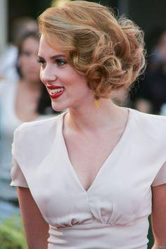 Scarlett Johansson : un carré trompe-l'oeil.                              …