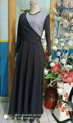 Abaya Fashion, Muslim Fashion, Women's Fashion Dresses, Dress Pesta, Kurta Neck Design, Muslim Dress, Long Evening Gowns, Batik Dress, Mode Hijab