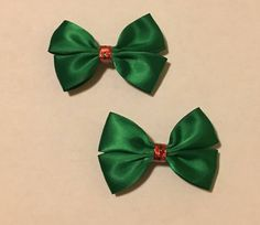 """Excited to share the latest holiday addition to my #etsy shop: 2.5"""" Green Christmas Bow Set #greenandredbow #christmashairbow #christmasbow #theportalatinco"""
