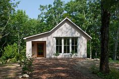 1000 square foot energy-efficient prefab house plan by GO Logic - I love everything about this