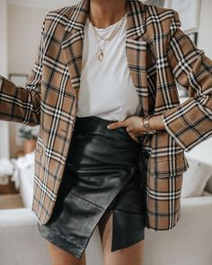 Discovered by Find images and videos about fashion, outfit and look on We Heart It - the app to get lost in what you love. Estilo Fashion, Fashion Mode, Fall Fashion Outfits, Stylish Outfits, Cute Outfits, Womens Fashion, Fashion Trends, Workwear Fashion, Dope Fashion