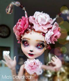 "478 Likes, 24 Comments - Mia's Daydream (@miasdaydream) on Instagram: ""Sweet bee. #dolls #repainteddoll #newdoll #photooftheday #faceup #ooakdoll #customdolls…"""