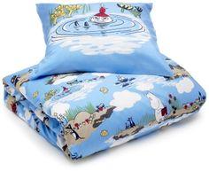 Siniset muumipussilakanat x2 Bedding Shop, Linen Bedding, Bed Linen, Scandinavian Fabric, Tove Jansson, Comforters, Throw Pillows, Blanket, Kids