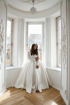 Flattering Wedding Dress, Plus Size Wedding Dresses With Sleeves, Plus Size Wedding Gowns, Wedding Dress Sleeves, Elegant Wedding Dress, Dream Wedding Dresses, Size 18 Wedding Dress, Gown Wedding, Long Sleeve Wedding