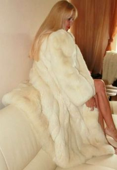 Fur Fashion, Fashion Photo, Womens Fashion, White Fox, Blue And White, Classy Women, Sexy Women, Classy Lady, Fabulous Furs