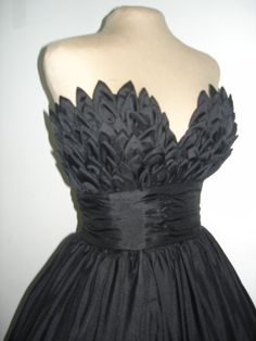 Reminds me of your halloween costume Alluring intricacy, inspired ball dress with beautiful bust detail. 50s Dresses, Ball Dresses, Vintage Dresses, Nice Dresses, Ball Gowns, Evening Dresses, Awesome Dresses, Diva Fashion, 1950s Fashion