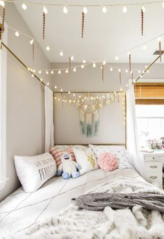 Christmas in the Kids' Rooms Canopy Bed with Lights and Icicles in Teen Girl Bedroom for Christmas Related tendances en matière de design de chambre pour une adolescente confortable pour 2019 – bingefashi. Cute Girls Bedrooms, Cute Bedroom Ideas, Teen Girl Rooms, Room Ideas Bedroom, Awesome Bedrooms, Kids Rooms, Modern Teen Bedrooms, Dream Bedroom, Bedroom Decor For Teen Girls Dream Rooms