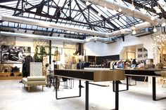 Archive your dreamy & trendsetting fashion concept store in Le Marais district in Paris - The Tourist in Paris Porte Cochere, Glass Ceiling, Glass Roof, Rue Des Archives, Industrial Shop, Old Wood, Stores, Woodworking Shop, Contemporary