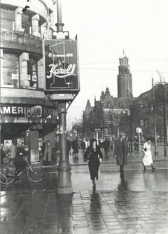 De Coolsingel bij de hoek met de Van Oldenbarneveltstraat. Op de achtergrond het stadhuis. De foto is gemaakt in 1932. Rotterdam, Eindhoven, Most Beautiful Cities, Old City, Big Ben, Dutch, Street View, Europe, Building