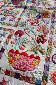 Absolutely stunning appliqued quilt! Quilting by Judi Madsen. Pattern by Kim McLean.
