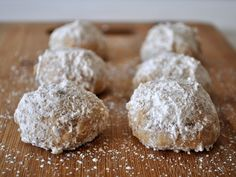 Cinnamon Wedding Cookies - These are one of my FAVORITE holiday cookies. Who's making 'em? This girl!