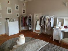 Gemeinsam Wohnen in Heidelberg - Praktische Kleiderstangen in Heidelberger WG-Zimmer #WG #gemeinsamwohnen #Schlafzimmer #Kleiderstange #Heidelberg