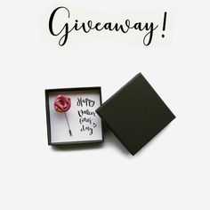 LAST DAY TO PARTICIPATE! ÚLTIMO DÍA PARA PARTICIPAR!  (Español abajo) I am giving away this this cute silk rose lapel pin with a greeting card. To participate just like this post leave a comment and subscribe to my mailing list (link in bio) If you already are in the list let me know it when you leave the comment!. Competition ends today and I'll notify the winner on Monday the 6th of February.  Para participar sólo tienes que darle al me gusta dejar un comentario e inscribirte en mi lista…