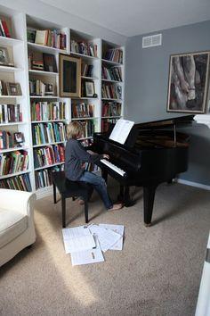 Home Studio Music Small Grand Pianos Trendy Ideas Piano Studio Room, Grand Piano Room, Piano Room Decor, Home Studio Music, Piano Living Rooms, Baby Grand Pianos, My Ideal Home, Bars For Home, Sweet Home