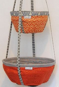 Storage Pods Pattern Another great storage idea from Beth Studley. These Storage Pods have endless uses for the sewing room, kit Sewing Hacks, Sewing Tutorials, Sewing Crafts, Bag Tutorials, Quilt Patterns, Sewing Patterns, Purse Patterns, Storage Pods, Fabric Bowls