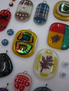www.jewelleryboat.com An exciting day at the Beginners Fused Glass Jewellery Workshop. Learn to combine glass with inclusions, glass media and dichroic glass. A great gift for a creative friend too! Next date: Saturday 26th September at Rainbow Glass Studios N16 0JL See website for details and booking!