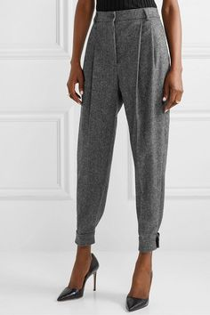 Find and compare Mélange wool-blend tapered pants across the world's largest fashion stores! Moda Fashion, Fashion Pants, Fashion Outfits, Essentiels Mode, Pleated Pants, Business Attire, Business Clothes, Grey Pants, Women's Pants