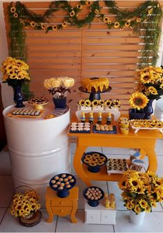Fiesta temática de Girasol Sunflower Party, Sunflower Baby Showers, Baby Shower Flowers, Yellow Birthday Parties, 22nd Birthday, Graduation Open Houses, My Perfect Wedding, Its My Bday, Ideas Para Fiestas