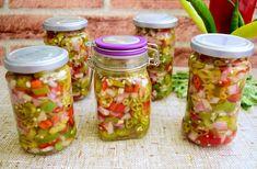 Această salatăde ardei iuti cu ceapă este o alternativă gustoasă a ardeilor iuți în oțet, ce va fi apreciată, mai ales, în sezonul rece. Romanian Food, Celery, Mason Jars, Brunch, Canning, Breakfast, Mai, Crafts, Salads