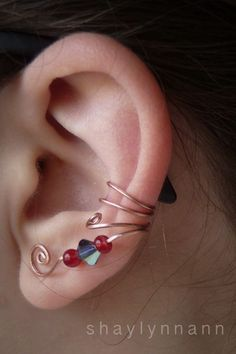 Ear Cuff Tutorial. And if your ears are pierced you can put your earring through the bottom spiral!