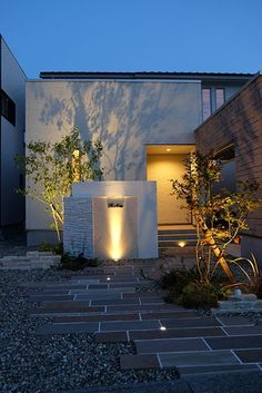 Creative Landscape, Landscape Design Plans, House Landscape, Light Architecture, Landscape Architecture, Japanese Modern House, Compound Wall Design, Japan Interior, Modern Entrance