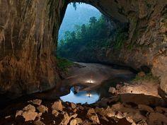 Massive Hang En Cave, Vietnam