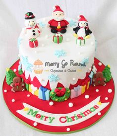 Ready for next Christmas - I will make a Christmas Cake this year! Rich Cake: Here's the recipe of the traditional Christmas cake, loaded with dry fruits, wine, rum and all things nice. Christmas Cake Designs, Christmas Cake Decorations, Christmas Cupcakes, Holiday Cakes, Christmas Desserts, Christmas Baking, Christmas Design, Merry Christmas, Christmas Cakes Pictures