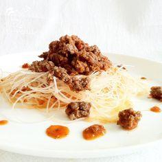 Paladares {Sabores de nati }: Vermicelli de arroz y carne en salsa napolitana