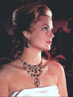 """Grace Kelly. So maybe antique and vintage are really """"timeless,"""" like this amazing photo? this could never be out of style could it?"""