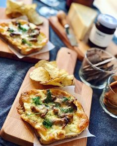 💙🍴 Best of Nordic Food 🍴💙 ✨✨✨ Page founded to feature The Best Nordic Food Images & Recipes ✨✨✨ 📷 Featuring today Chanterelle Toast by… Good Mood, Food Photo, Vegetable Pizza, Den, Foodies, Congratulations, Toast, Plate, Recipes