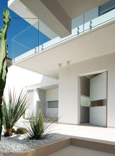 Synua pivot door in Catania.  http://www.oikos.it/projects/1/ristrutturazione-architettonica-casa-unifamiliare