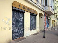 Пример настенной росписи в стиле «Street Art» на защитных ролетах. Удачный пример настенной акриловой росписи в стиле «Street Art» на защитных ролетах. Можно долго спорить о её художественных достоинствах, но воспитательный пример для «экстремальных» уличных художников налицо.