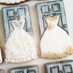 Two of my fav's Thanks to for her tutorial on using wafer paper & flower punches. Spice Cookies, Fancy Cookies, Cute Cookies, Royal Icing Cookies, Cupcake Cookies, Sugar Cookies, Cupcakes, Bolacha Cookies, Wedding Dress Cookies