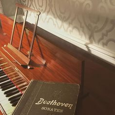 "Maddalena 🎶 viola da gamba on Instagram: ""Evenings... what is your favourite piano sonata?🥰 #pianoforte #fortepiano #tafelklavier #altemusik #musicaantica #chambermusic…"" Baroque, Your Favorite, Piano, Pictures, Instagram, Musica, Photos, Pianos, Grimm"