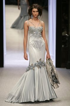 A-Line Wedding Dresses Collections Overview 36 Gorgeou… Lehnga Dress, Dress Skirt, Hijab Fashion, Fashion Art, Glam Dresses, Formal Dresses, White Wedding Dresses, Indian Designer Wear, Evening Gowns