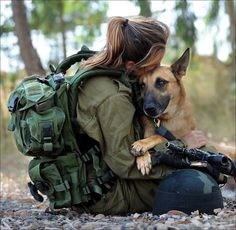 So DogGone Funny!: 14382 - Woman soldier takes an oath to her German Shepherd dog. Military Working Dogs, Military Dogs, Military Women, Police Dogs, Idf Women, Military Photos, Military Army, War Dogs, Mans Best Friend