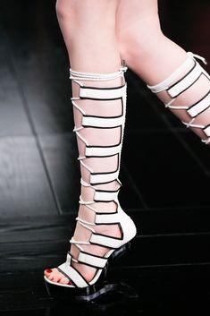 Alexander McQueen Spring 2015 Ready-to-Wear Collection Photos - Vogue