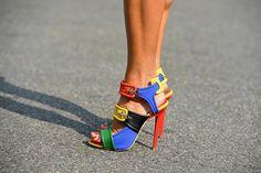 Lego shoes *take. Creative Shoes, Unique Shoes, Shoe Boots, Shoes Heels, Shoe Bag, Fab Shoes, Crazy Shoes, Me Too Shoes, Stiletto Heels