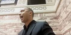 ΒΙΝΤΕΟ: Αθλιότητες Κασιδιάρη. Έβριζε χυδαία τους βουλευτές πόρνες και κηφήνες - Πέταξε ένα CD στα υπουργικά έδρανα