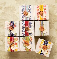 Use cotton twine + wooden buttons to make fancy favor boxes.