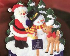 Felt Advent Calendar Santa mantle   Etsy Christmas Countdown, Christmas Tree Advent Calendar, Days To Christmas, Felt Christmas Stockings, Felt Christmas Ornaments, Christmas Decorations, Felt Advent Calendar, Christmas Characters, Etsy